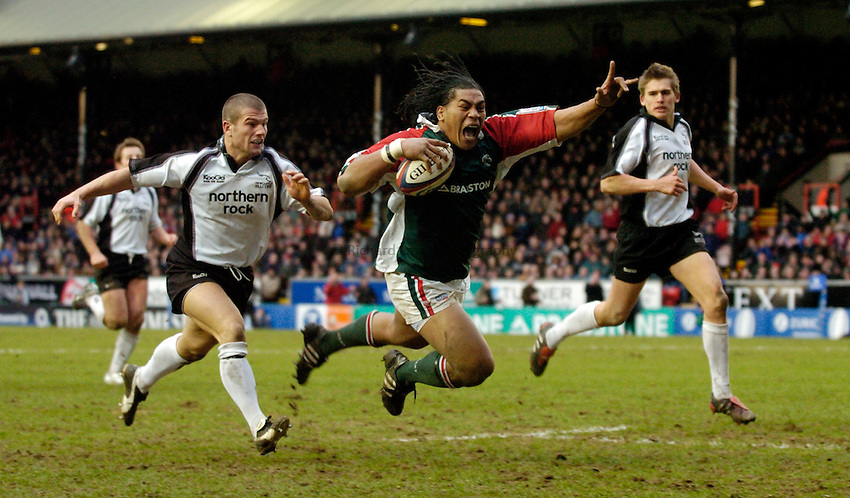 Photo: Richard Lane..Leicester Tiger v Newcastle Falcons. Zurich Premiership. 19/02/2005..Henry Tuilagi celebrates as he dives in for a try.