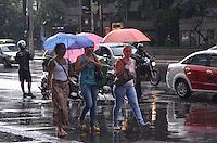 SAO PAULO, 22 DE FEVEREIRO DE 2013. - CLIMA TEMPO SP - Chuva atinge a capital, na regiao central, na tarde desta sexta feira, 22. (FOTO: ALEXANDRE MOREIRA / BRAZIL PHOTO PRESS)