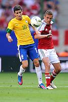 HAMBURGO, ALEMANHA, 26 DE MAIO 2012 - BRASIL X DINAMARCA AMISTOSO INTERNACIONAL -   Oscar do Brasil em jogo contra a Dinamarca, em amistoso internacional realizado no Imtech Arena, na cidade de Hamburgo, neste sábado, 26. Hulk fez o gol. O jogo é o primeiro de uma série de amistosos que acontecerão antes das Olimpíadas de Londres. (FOTO: STEFAN GROENVELD / BRAZIL PHOTO PRESS).