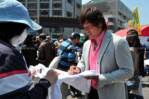 Daisuke Ohata ,APRIL 17, 2011 - Rugby : The victims of the 2011 Tohoku Earthquake and Tsunami during the Charity event at Chichibunomiya Rugby Stadium, Tokyo, Japan. (Photo by Jun Tsukida/AFLO SPORT) [0003]