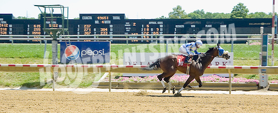 Deadly Card winning at Delaware Park on 7/25/12