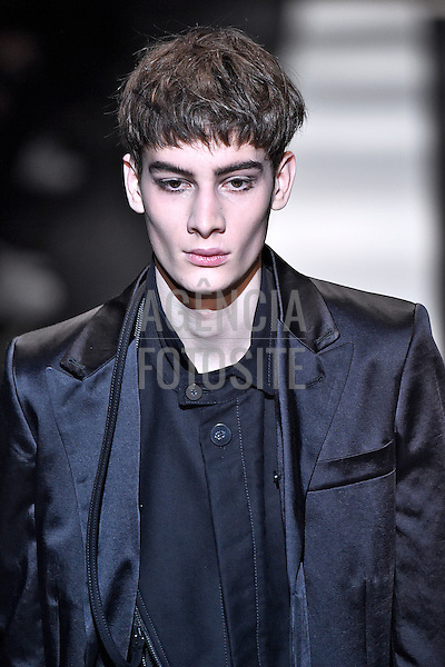 Ann Demeulemeester<br /> <br /> Paris Masculino- Inverno 2015<br /> <br /> <br /> foto: FOTOSITE