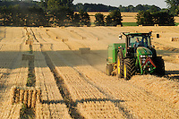 "Deutschland Plauerhagen , John Deere Strohballenpresse presst Strohballen aus Weizenstroh. -  Landwirtschaft Energie | .Europe Germany GER John deere tractor with straw press machine .| [ copyright (c) Joerg Boethling / agenda , Veroeffentlichung nur gegen Honorar und Belegexemplar an / publication only with royalties and copy to:  agenda PG   Rothestr. 66   Germany D-22765 Hamburg   ph. ++49 40 391 907 14   e-mail: boethling@agenda-fototext.de   www.agenda-fototext.de   Bank: Hamburger Sparkasse  BLZ 200 505 50  Kto. 1281 120 178   IBAN: DE96 2005 0550 1281 1201 78   BIC: ""HASPDEHH"" ,  WEITERE MOTIVE ZU DIESEM THEMA SIND VORHANDEN!! MORE PICTURES ON THIS SUBJECT AVAILABLE!! ] [#0,26,121#]"