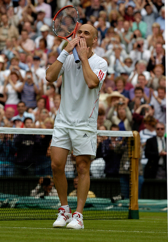Photo: Richard Lane..Wimbledon Championships. 27/06/2006. .USA's Andre Agassi celebrates victory in the 1st round.