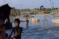 INDIA Bihar, Monsoon flood of Bagmati river, people fish on bamboo construction / INDIEN Bihar, Ueberschwemmung am Bagmati Fluss im Monsun, Menschen fischen von Bambusgeruesten