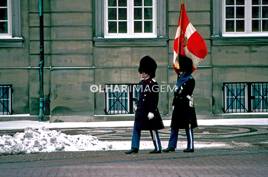 Guarda do palácio real em Copenhague. Dinamarca. 1985. Foto de Juca Martins.