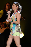 WEST PALM BEACH - JULY 29:  Jennifer Nettles of Sugarland performs at the Cruzan Amphitheatre on July 29, 2012 in West Palm Beach, Florida. ©mpi04/MediaPunch Inc *NOrtePhoto.com<br /> <br /> **SOLO*VENTA*EN*MEXICO**<br />  **CREDITO*OBLIGATORIO** *No*Venta*A*Terceros*<br /> *No*Sale*So*third* ***No*Se*Permite*Hacer Archivo***No*Sale*So*third*©Imagenes*con derechos*de*autor©todos*reservados*.