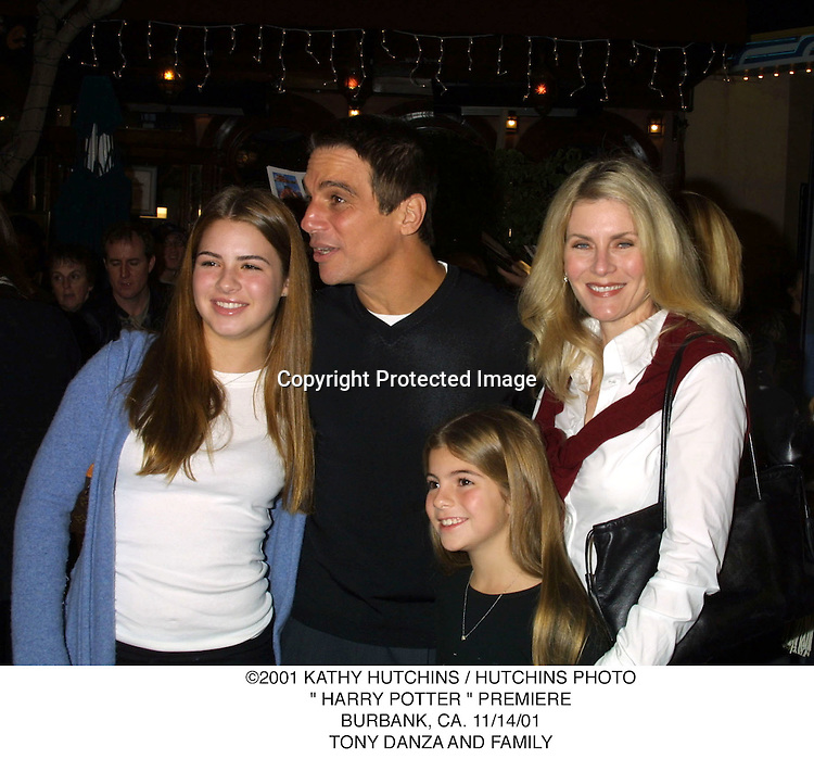 "©2001 KATHY HUTCHINS / HUTCHINS PHOTO."" HARRY POTTER "" PREMIERE.BURBANK, CA. 11/14/01.TONY DANZA AND FAMILY"