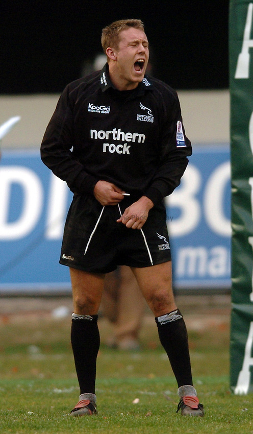 Photo. Henry Browne..Perpignan v Newcastle Falcons..Heineken Cup..08/01/2005..Jonny Wilkinson shouts an order..
