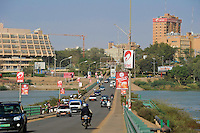 NIGER Niamey, Kennedy Bruecke ueber den Fluss Niger, links Hotel Gaweye und rechts Headquarter der Uranfirma SOMAIR, SOMAÏR (Société des Mines de l'Aïr) was created in 1968. Its capital is held 63.6% by AREVA and 36.4% by SOPAMIN (Société du Patrimoine des Mines du Niger, the Nigerien agency that manages the State's mining interests like Uranium) /.NIGER Niamey, Kennedy bridge over Niger river, on the right headquarter of Uranium company SOMAÏR which is owned with 63,6 % by french company AREVA