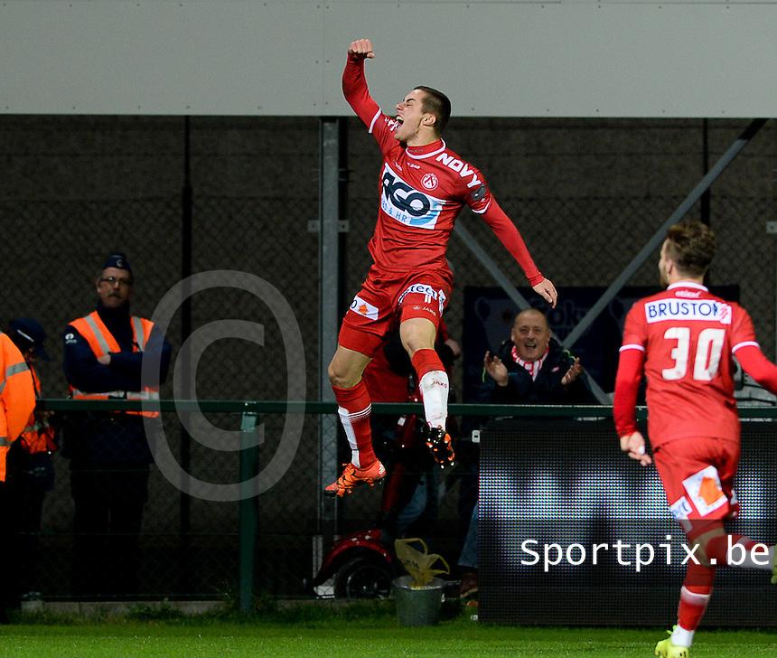 KV Kortrijk - RSC Anderlecht : Adam Marusic (links) viert zijn doelpunt en de 4-1 voor Kortrijk <br /> Foto VDB / Bart Vandenbroucke