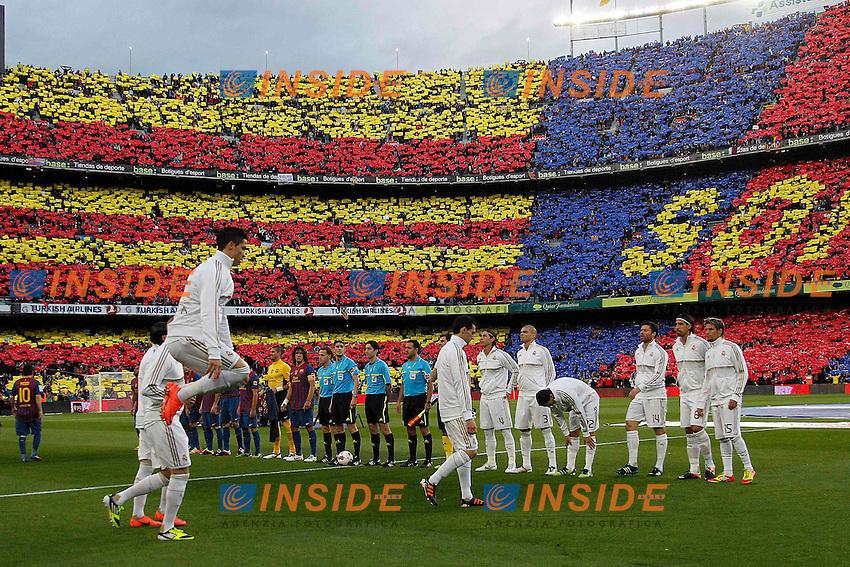 L'ingresso in campo delle squadre.Barcellona 21/4/2012 Nou Camp.Football Calcio 2011/2012 La Liga.Barcelona Vs Real Madrid 1-2.Foto Insidefoto / Cesar Cebolla / Alfaqui.ITALY ONLY