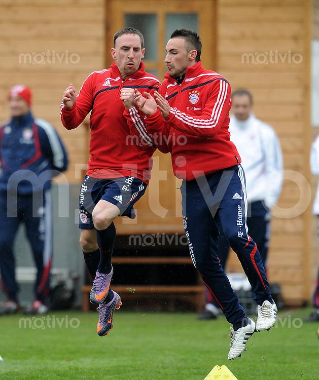 Fussball 1. Bundesliga:  Saison   2009/2010    Training beim FC Bayern Muenchen 14.04.2010 Franck Ribery, Diego Contento (v.li., FCB)