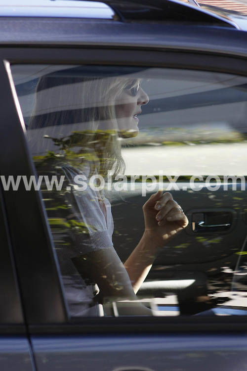 **ALL ROUND EXCLUSIVE PICTURES FROM SOLARPIX.COM**.**WORLDWIDE SYNDICATION RIGHTS**.**NO PUBLICATION IN AUSTRALIA, NEW ZEALAND,.DENMARK, GERMANY OR USA**.A smiling Laura Dern walking down the streets of Santa Monica with an unknown male companion. Santa Monica, California, USA. 7th November 2008..This pic: Laura Dern..JOB REF: 7821 LAP (JD)       DATE: 07_11_2008.**MUST CREDIT SOLARPIX.COM OR DOUBLE FEE WILL BE CHARGED* *UNDER NO CIRCUMSTANCES IS THIS IMAGE TO BE REPRODUCED FOR ANY ONLINE EDITION WITHOUT PRIOR PERMISSION*