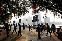 CHINA province Guangdong, city Guangzhou, morning sports at pearl river / VR CHINA , Metropole Guangzhou Kanton, Morgensport am Perlfluss