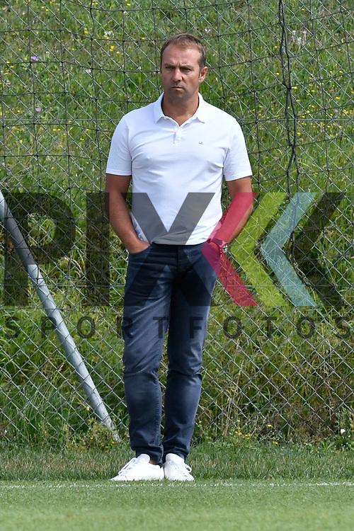 Geschaeftsfuehrer Sport Hansi Flick beim Training in der Bundesliga der TSG 1899 Hoffenheim.<br /> <br /> Foto &copy; PIX-Sportfotos *** Foto ist honorarpflichtig! *** Auf Anfrage in hoeherer Qualitaet/Aufloesung. Belegexemplar erbeten. Veroeffentlichung ausschliesslich fuer journalistisch-publizistische Zwecke. For editorial use only.