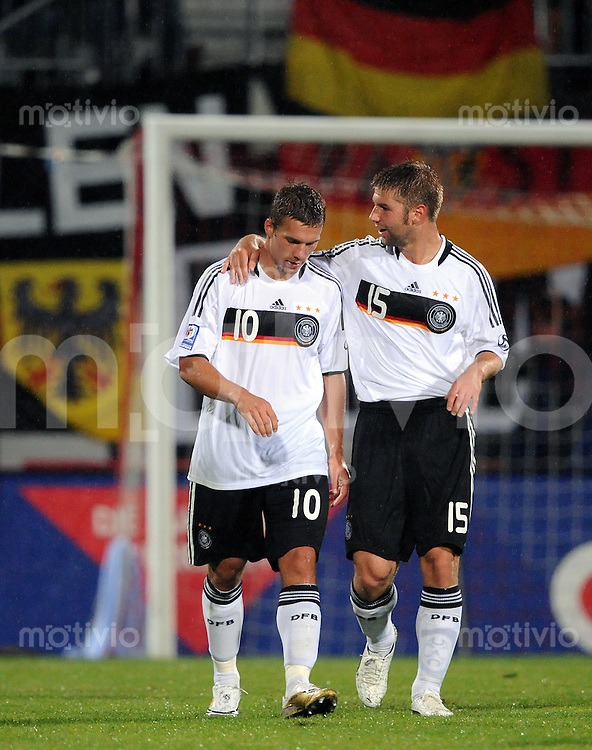 Fussball International   WM  2010  Qualifikation  Gruppe 4    06.09.2008 Liechtenstein - Deutschland JUBEL Deutschland, Thomas Hitzlsperger (re) umarmt  Torschuetze Lukas Podolski
