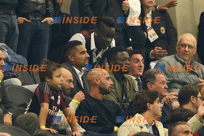 Mario Balotelli Milan in tribuna con Sulley Muntari e Kevin Prince Boateng<br /> Milano 4-10-2015 Stadio Giuseppe Meazza - Football Calcio Serie A Milan - Napoli. Foto Giuseppe Celeste / Insidefoto