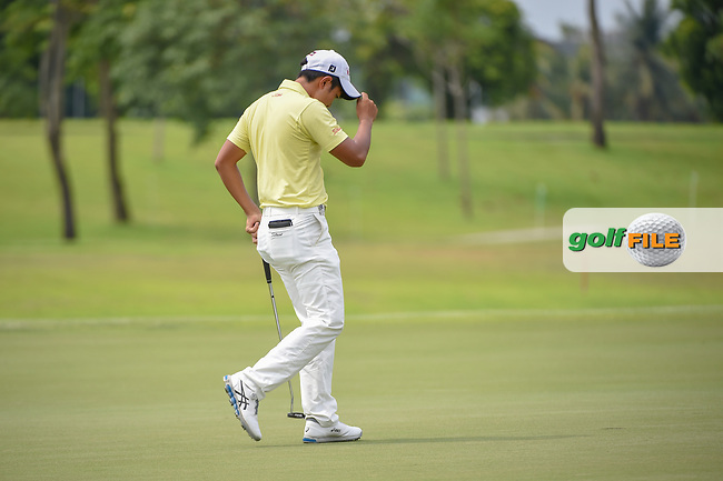 Takumi KANAYA (JPN) tips his hat to the crowd after sinking his par saving putt on 7 during Rd 4 of the Asia-Pacific Amateur Championship, Sentosa Golf Club, Singapore. 10/7/2018.<br /> Picture: Golffile | Ken Murray<br /> <br /> <br /> All photo usage must carry mandatory copyright credit (© Golffile | Ken Murray)