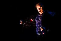 200809. MéXico, DF.- El cantante ingles, Peter Murphy durante su concierto en el Teatro Metropólitan de la Ciudad de México.  NOTIMEX/FOTO/ALEJANDRO MELENDEZ/FRE/ACE/