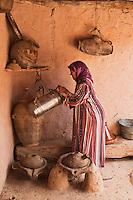 Afrique/Afrique du Nord/Maroc/Env d' Immouzer-Ida-Outanane: Scène de la vie rurale  dans une ferme