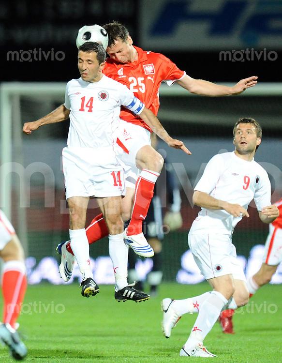 Fussball  Laenderspiel 27.05.2008 Polen - Albanien Jakub Wawrzynia (mitte,Polen) gegen Altin Lala (li,Albanien) und Edmond Kapllani (re,Albanien)