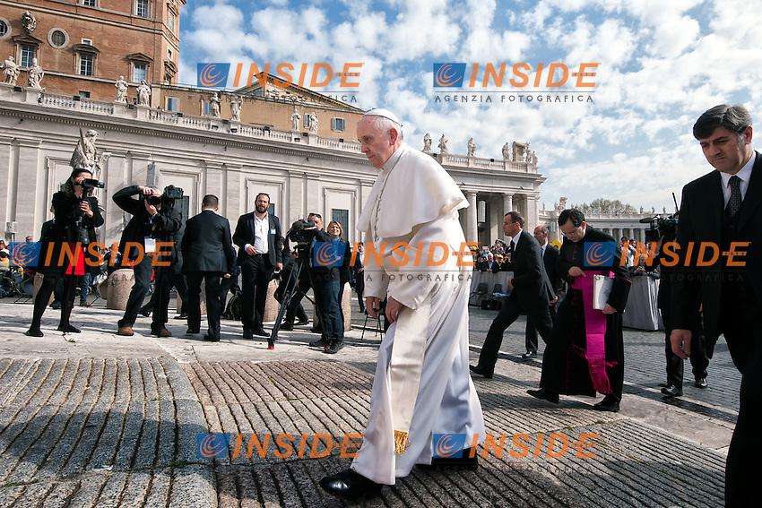 Papa Francesco. Jorge Mario Bergoglio. <br /> Citta' del Vaticano 02-04-2014 Piazza San Pietro <br /> Udienza Generale. General Audience <br /> Foto Andrea Staccioli Insidefoto
