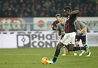 Calcio, quarti di finale di Coppa Italia: Alessandria vs Milan. Torino, stadio Olimpico, 26 gennaio 2016.<br /> AC Milan's Mario Balotelli scores on a penalty kick during the Italian Cup semifinal first leg football match between Alessandria and AC Milan at Turin's Olympic stadium, 26 January 2016.<br /> UPDATE IMAGES PRESS/Isabella Bonotto