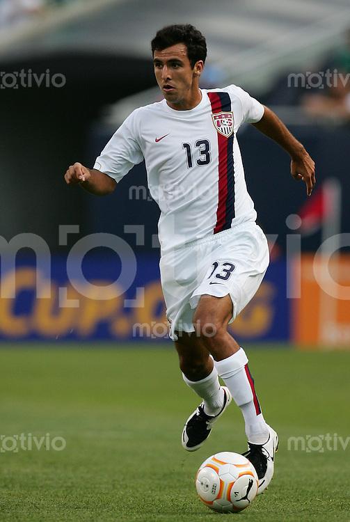 Fussball International Gold Cup Halbfinale  Canada 1-2 USA Jonathan BORNSTEIN (USA), Einzelaktion am Ball.