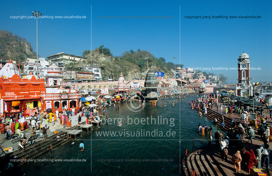 INDIA, Haridwar or Hardwar at River Ganges Ganga, Hindu temple and bathing place Ghat for HIndu pilgrims /  INDIEN Haridwar am Fluss Ganges, Hindutempel und Badestelle Ghats fuer Pilger