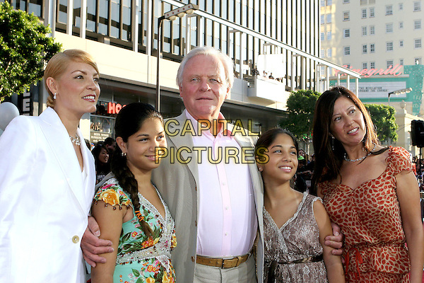 "SIR ANTHONY HOPKINS & FAMILY.Fan Screening of ""War Of the Worlds"" held at Grauman's Chinese Theatre, Hollywood, CA, USA, .27th June 2005..half length wife children kids.Ref: ADM.www.capitalpictures.com.sales@capitalpictures.com.©Jacqui Wong/AdMedia/Capital Pictures."