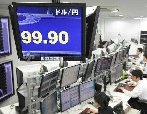 Dollar Falls below 100 Yen in Tokyo   Jiji Press Photo