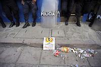 Messico, Chiapas, .Novembre 2010.Manifestazione di contadini del pueblo Nuovo Chiapas contro l'arresto di alcuni integranti della associazione COCYP .Il presidio davanti la sede delle Nazioni Unite