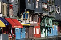 Europe/France/Normandie/Basse-Normandie/14/Calvados/Honfleur: Le port - Maisons sur le vieux bassin