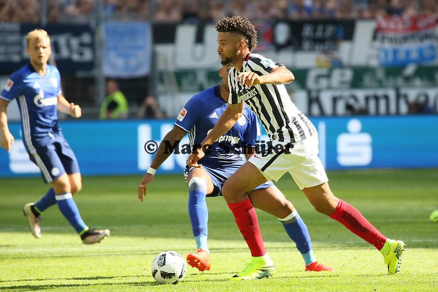 Michael Hector (Eintracht Frankfurt) gegen Franco di Santo (FC Schalke 04) - 27.08.2016: Eintracht Frankfurt vs. FC Schalke 04, Commerzbank Arena
