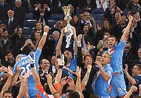 ROMA 20/05/2012 - FINALI COPPA ITALIA  2011/2012  . INCONTRO NAPOLI - JUVENTUS. NELLA FOTO  PAOLO CANNAVARO ALZA LA COPPA.FOTO CIRO DE LUCA