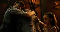 Dumbo (2019) <br /> Nico Parker &amp; Finley Hobbins         <br /> *Filmstill - Editorial Use Only*<br /> CAP/MFS<br /> Image supplied by Capital Pictures