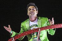 RIO DE JANEIRO, RJ, 09.02.2016 - CARNAVAL-RJ - Zezé de Camargo homenagiado da escola de samba Imperatriz Leopoldinense durante segundo dia de desfiles do grupo especial do Carnaval do Rio de Janeiro no Sambódromo Marquês de Sapucaí na região central da capital fluminense na  madrugada desta segunda-feira, 09. (Foto: Vanessa Carvalho/Brazil Photo Press)
