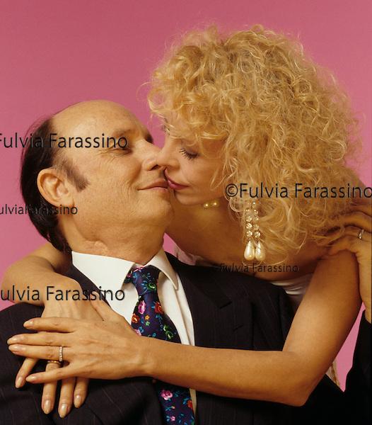 Milano, 1996, Francesco Alberoni con sua moglie Rosa Giannetta, in occasione della pubblicazione del libro Amore, Milan, 1996, Francesco Alberoni with his wife Rosa Giannetta