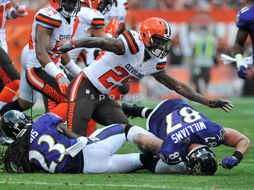 CLEVELAND, OH - JULY 18, 2016: Running back George Atkinson III #25 of the Cleveland Browns fumbles the ball in the third quarter of a game against the Baltimore Ravens on July 18, 2016 at FirstEnergy Stadium in Cleveland, Ohio. Baltimore won 25-20. (Photo by: 2017 Nick Cammett/Diamond Images)  *** Local Caption *** George Atkinson III(SPORTPICS)