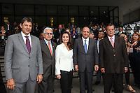 ATENCAO EDITOR IMAGEM EMBARGADA PARA VEICULOS INTERNACIONAIS - SAO PAULO, SP, 14 DE JANEIRO 2013 - ABERTURA COUROMODA 40 ANOS - O governador de Sao Paulo Geraldo Alckmin (4 e/d) (PSDB) e o prefeito Fernando Haddad (PT-SP) durante cerimonia de abertura da Couromoda 2013, o mais importante encontro de moda e negócios entre a indústria e o varejo de calçados e acessórios, no Complexo do Anhembi na regiao norte da capital paulista, nesta segunda-feira, 14. FOTO: VANESSA CARVALHO / BRAZIL PHOTO PRESS).