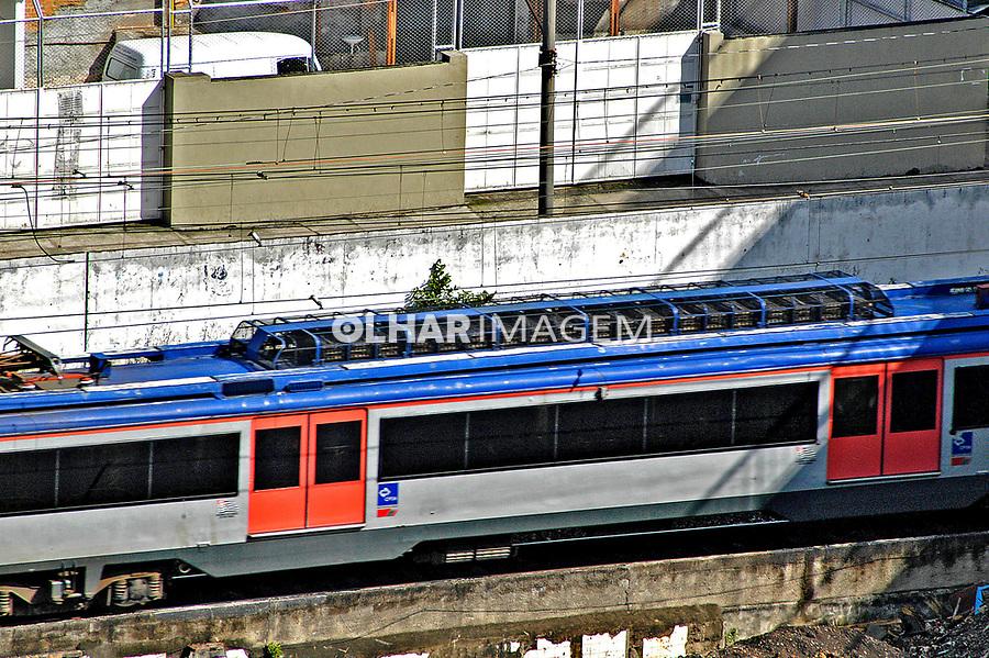 Trem de passageiros urbano, Brás, São Paulo. 2004. Foto de Juca Martins.