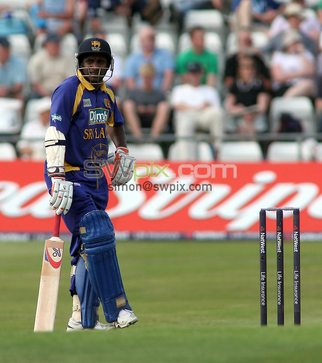 PICTURE BY VAUGHN RIDLEY/SWPIX.COM -  Cricket - Natwest Series - England v Sri Lanka - Headingley, Leeds, England - 01/07/06...? Simon Wilkinson - 07811 267706...Sri Lanka's Sanath Jayasuriya.