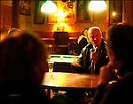 Alain Rousset en campagne pour les municipales 2008 au bar à l'Avant-Scène pour un débat / Parti PS / Président du Conseil Régional d'Aquitaine depuis 1998 / Président de l'Association des Régions de France depuis 2004 / 33 Gironde / Rég. Aquitaine / Alain Rousset President of The Regional Council of Aquitaine and member of the PS French Socialist Party / Bordeaux / Aquitaine