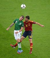 FUSSBALL  EUROPAMEISTERSCHAFT 2012   VORRUNDE Spanien - Irland                     14.06.2012 Glenn Whelan (li, Irland) gegen Xabi Alonso (re, Spanien)