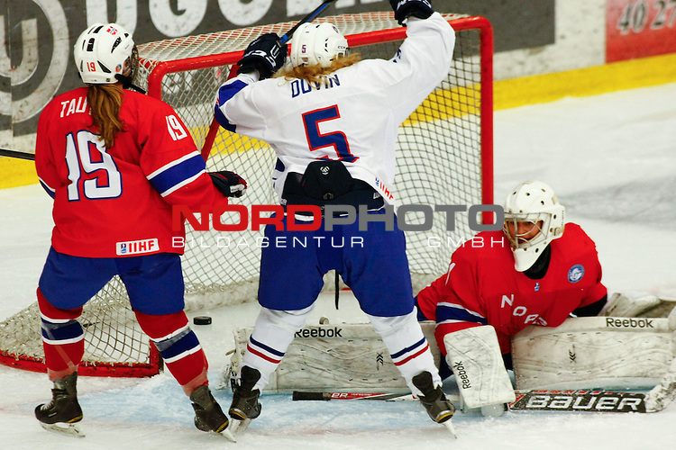 25.03.2016, Aalborg Gigantium, Aalborg, DK, FEH, IIHF WW DivIa, Norwegen vs. Frankreich, im Bild Estelle Duvin (France # 5) scores the 3:0 for France against Rikke Fuglseth Tautra (Norway # 19) and Karoline Johanne Aarvik (Norway # 1)<br /> <br /> Foto &copy; nordphoto / RMG