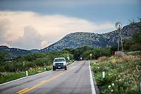 Molino de viento,  monta&ntilde;a y flores de primavera y verano en el municipio de Nacozari Sonora y sus Alrededores. Carretera  a Esqueda Sonora, Fronteras Sonora en la primavera y verano. <br /> ** &copy; Foto:LuisGutierrez/NortePhoto.com