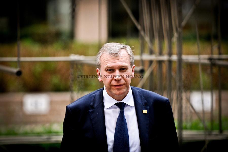 ©VIRGINIE NGUYEN HOANG/WOSTOK PRESS.Belgique, Bruxelles.24/03/2011?.Yves Leterme arrive au Sommet du Conseil Europen a Bruxelles..Yves Leterme arrives at the Summit of European Council in Brussels