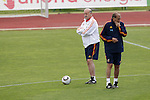 MADRID (25/05/09).- The Spanish Soccer national training session. Vicente del Bosque and Toni Grande. ..PHOTO: Cesar Cebolla / ALFAQUI