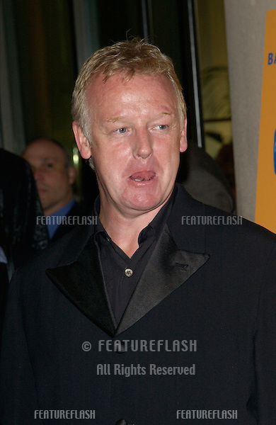 Comedian LES DENNIS at the 11th Annual BAFTA/LA Britannia Awards at the Beverly Hills Hilton..12APR2002.  © Paul Smith / Featureflash